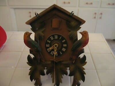 Beautiful Vintage Black Forest German Wood CUCKOO CLOCK With Birds