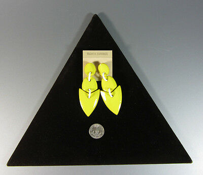 Vintage 1980s Geometric Modernist Green / Olive Plastic Pierced EARRINGS cool