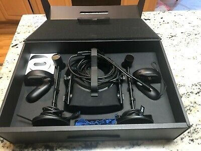oculus rift cv1 with controllers and 2 sensors