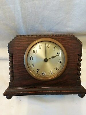 (299)       Wooden Mantle Peice Clock With Wind Up Mechanism