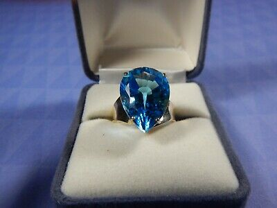 14K Yellow Gold & Blue Topaz Ring Size 6.5