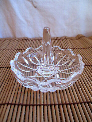 VINTAGE CRYSTAL GLASS RING HOLDER with SCALLOPED RIM - JEWELLERY TRINKETS DRESSI