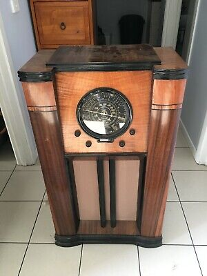 Art Deco Tower Radio