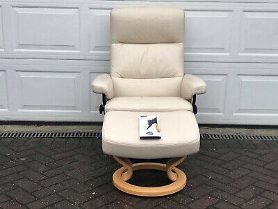 Excellent Large Ekornes Stressless Recliner Chair And Footstool Creativecarmelina Interior Chair Design Creativecarmelinacom