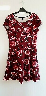 Gorgeous Red Floral Short Sleeve Dress from Divided at H&M - Size 12 - BNWOT!