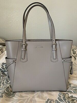 da7aaa650ef5 MICHAEL KORS VOYAGER East West Signature Tote Pearl Gray/Silver ...