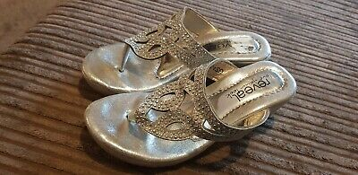 GIRLS  SANDLES SILVER WITH WEDGE HEEL SIZE 32 BY REVEAL Never worn