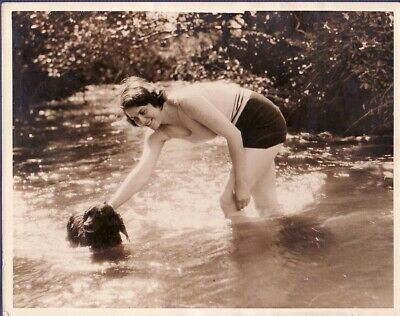 Molland Girl & Dog Bathing in River Yeo jeune femme & son chien old Photo 1920s