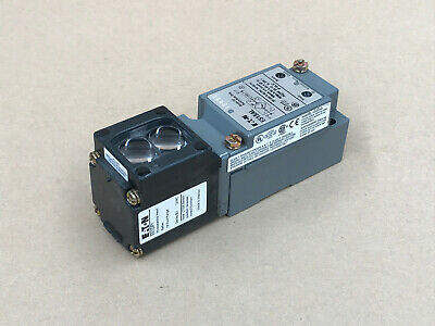 Eaton E51Sal Cutler Hammer E50Ra20 Limit Switch Photoelectric Sensor E51Dp1