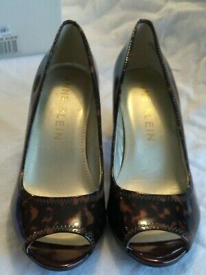 27148064303 NEW IN BOX Anne Klein Meredith Peep-Toe Pumps Heels, Brown Multi Patent  size 10M