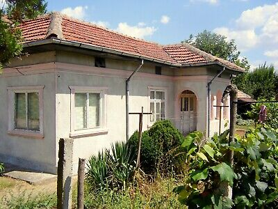 Pretty single-storey house with 2330 sq.m. plot of land, near the Danube River