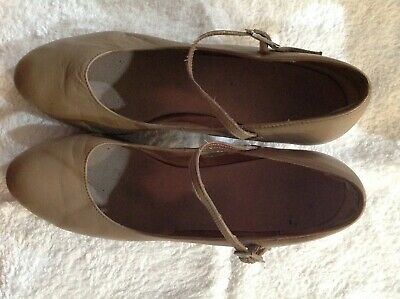 shoes, ladies chorus shoes in size 8.5, camel