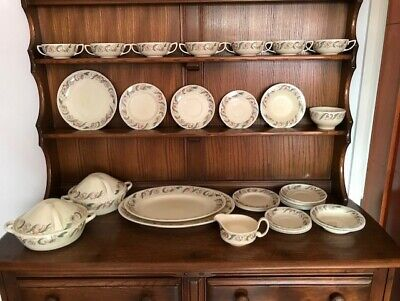 Vintage SUSIE COOPER 'ENDON' DINNER WARE ITEMS - 33 pieces