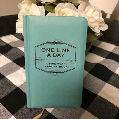 One Line a Day : A Five-Year Memory Book by Chronicle Books