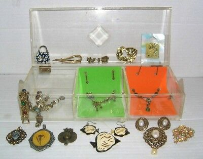 Vintage Jewelry Lot 18 Pc(Some Signed) in Vintage Clear Hard Plastic Hinged Case