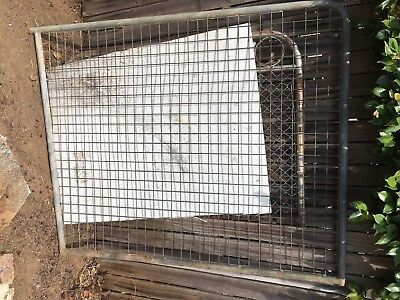 VINTAGE METAL FARM CYCLONE WIRE MESH HOUSE SIDE GARDEN GATE GALVANISED Syd