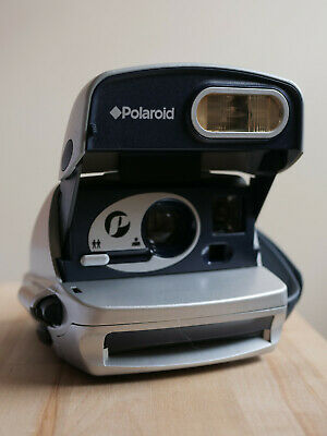 Polaroid 600 instant Film Camera In Very Good Used Condition