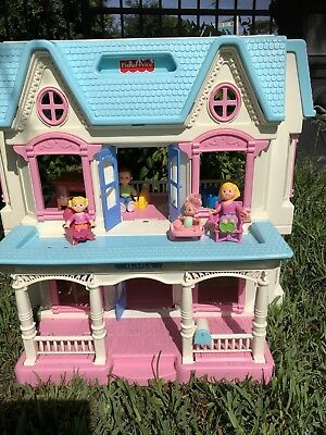 Doll House Fuly Furnished And With People