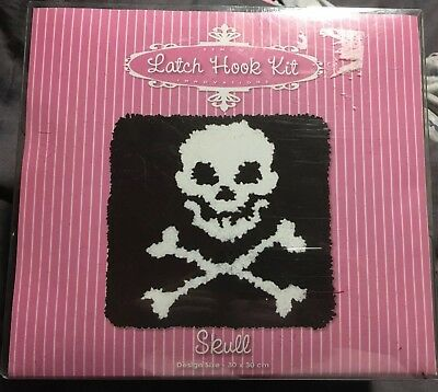 Latch Hook Kit 30cm X 30cm Skull & Cross Bones Semco Innovations New! Cushion