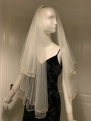 Authentic 1950s 1960s Vintage Bridal Veil With Bow Detail - Attaches With Comb