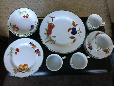 Royal Worcester Evesham Vale 20 Piece Dinner Service High Quality Porcelain