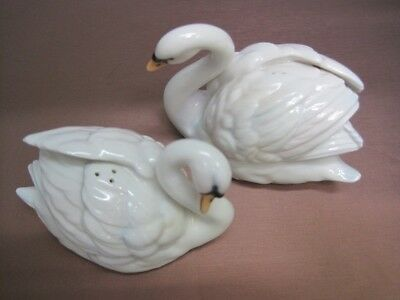 Ceramic swans - Salt and pepper shakers - GH005