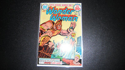 WONDER WOMAN #215 DC 1974, high grade book VF/NM