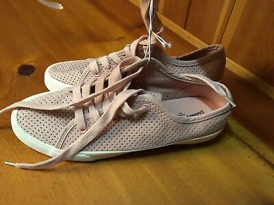 Universal Thread Ladies Pink Tennis Shoes Size 8