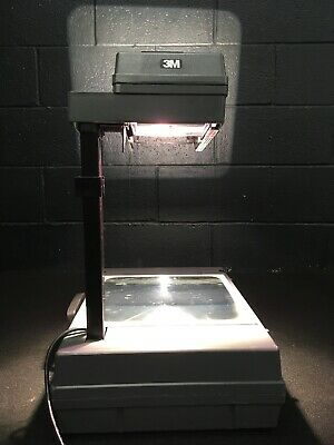 3M Portable Briefcase Style Overhead Projector Model 2000 Works Great! Sl