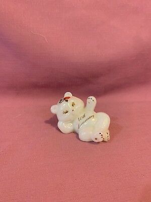 Vintage Fenton Art Glass Bear White Milk Glass Figurine Paperweight. D