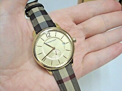 41503c4ffa4b L  K Burberry Unisex Swiss Honey Check Gold-Tone Fabric Strap Watch 40mm