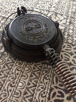 Vintage Antique Griswold American N0 8 Cast Waffle Iron 151 N, 152 A Low Base