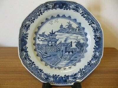 18th century Chinese qianlon blue and white porcelain plate 22 cm diameter