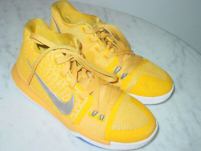 """2017 Nike Kyrie 3 """"Mac and Cheese"""" University Gold/Chrome/White Shoes! Size 4Y"""