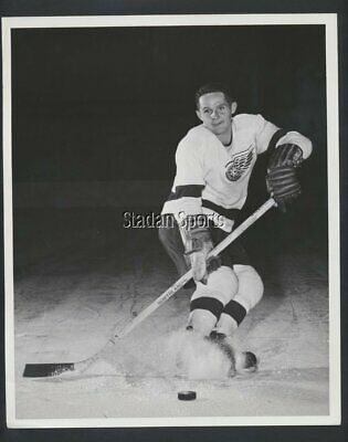 "Earl ""Dutch"" Reibel 1956 Detroit Red Wings  Vintage NHL Hockey Press Photo Parky"
