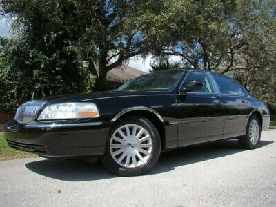 2004 Lincoln Town Car  2004 LINCOLN TOWN CAR SIGNATURE! 62K LOW MILES! 28 SERVICES! 1 OWNER! FL!
