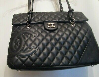 5912ab202aaf CHANEL Messenger Bag w  CC Logo 31 Rue Cambon Paris style worn by Kylie  Jenner.