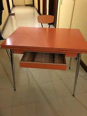 Table De Cuisine Vintage Formica Orange Avec Chaise Et Tabouret