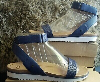5b25537fc7e SIZE 8 UGG Womens Laddie Flat Comfort Sandals White Wide Leather ...