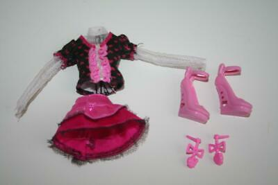 Monster High Draculaura Day at the Maul Outfit Clothes Shoes Earrings 1592