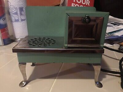 Antique 1920-1930  Metal Ware Two Rivers Childs Toy Kitchen Range Stove-works!