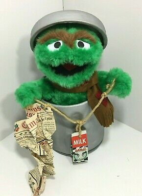 1999 Telco Sesame Street Oscar The Grouch Animated Motionette Christmas Figure