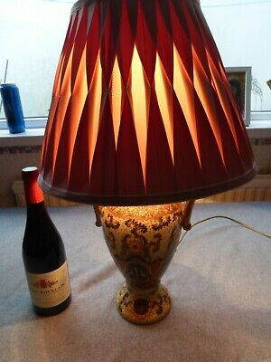 A lovely large  vintage table lamp bed side lamp very decorative first class