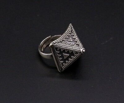 Fabulous Hand Crafted Solid Sterling Silver Vintage Design Ring Tribal  Sr15