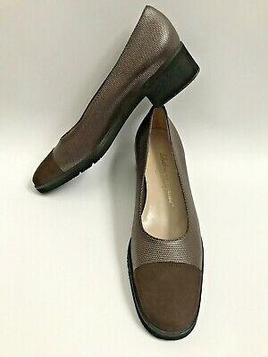 b58be6f9ea6 SALVATORE FERRAGAMO Boutique Pumps Womens Sz 9 AA Narrow Brown Shoes Block  Heel
