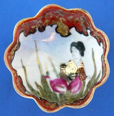 Japanese Porcelain Kutani Geisha Gourd Shaped 3 Footed Condiment Bowl Red & Gold