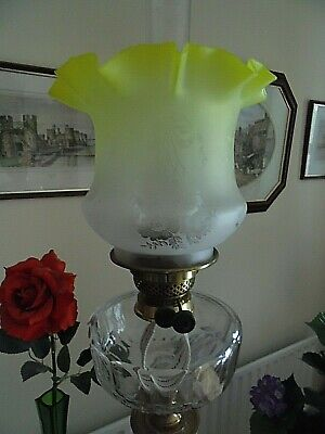 A Very Nice Etch Yellow/clear Glass Twin Duplex Oil Lamp Shade.