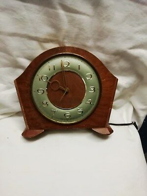 (350)     Brown Wooden Mains  Electric Mantel Peice Clock