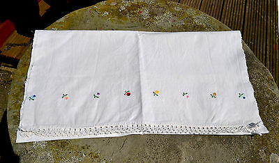 Vintage 1950 table runner/ woven linen textile/ Romanian embroidered table cloth