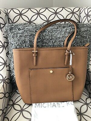 cfaeb520f346 MICHAEL KORS NWT $198 Jet Set Acorn Brown Medium Snap Pocket ...